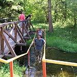 Tadas Petrikas. Smardonės šaltinį galima pereiti tiltu arba vandeniu