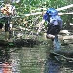 Vaikščiojimas gyva upele verčia lavinti lankstumą. Autorė D. Selickaitė